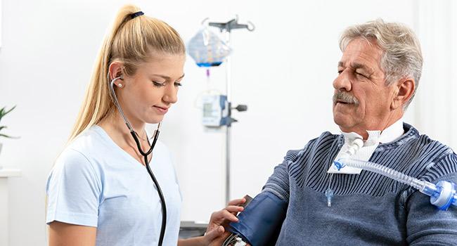 Intensivpflege-Beatmung-Krankenschwester-VicaCare-650-350-web